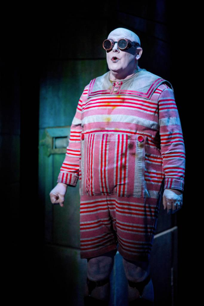 683 Credit Score >> The Addams Family Musical | Theatre Royal Nottingham